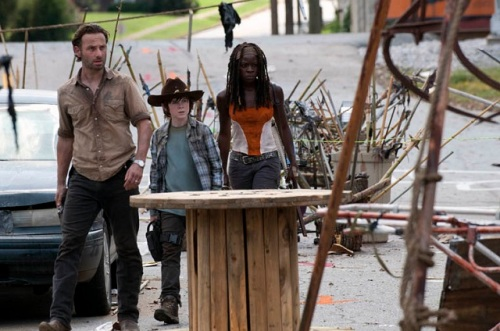 Walking-Dead-Episode-12-Michonne-Rick-Carl