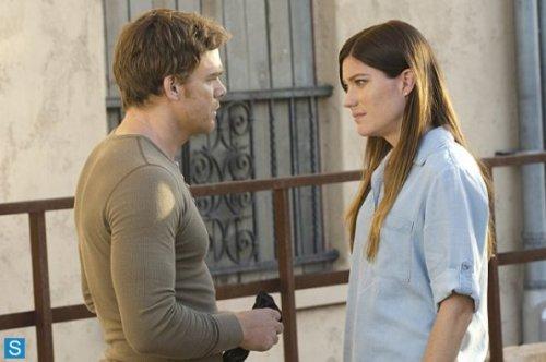 Dexter-Episode-8-11-Monkey-In-a-Box-Larger-Promotional-Photos-dexter-35381420-595-396